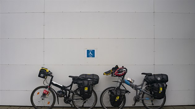 Island projel čtenář Karel Himmer s manželkou na kole.