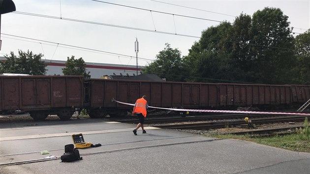 Srážka železničních vagonů s autem ve Mstěticích (14. srpna 2020)