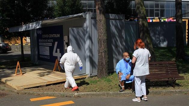 Fakultní nemocnice v Ostravě oficiálně zahájila provoz nového Covid centra, ve kterém je zázemí pro čtyři odběrová místa.