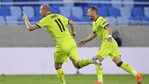 Střídající útočník Michal Krmenčík se raduje z gólu, kterım v duelu se Slovenskem zvıšil už na 3:0.