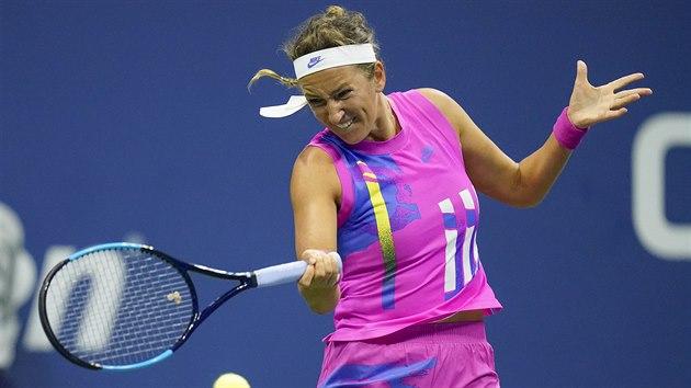 Viktoria Azarenková hraje balonek v semifinále US Open.