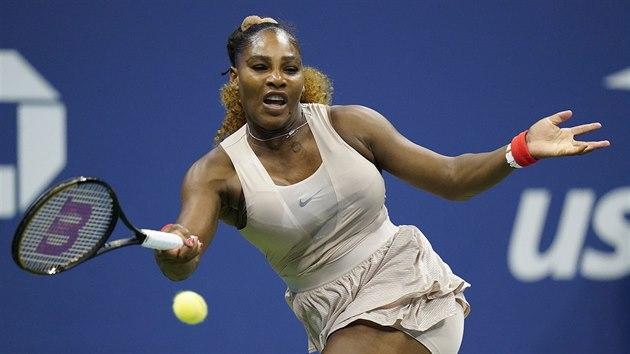 Američanka Serena Williamsová returnuje v semifinále US Open.