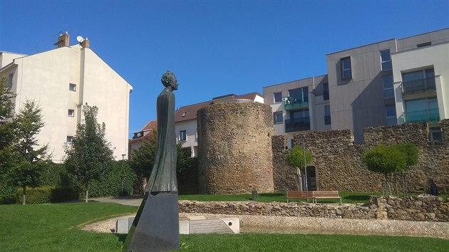 Vyhlídková věž stojí na místě hradební bašty již od roku 2009, kdy byla vybudována společně s parkem Gustava Mahlera.