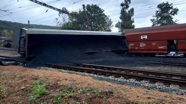 Ve stanici Úpořiny vykolejil nákladní vlak naloženı uhlím. (26. září 2020)