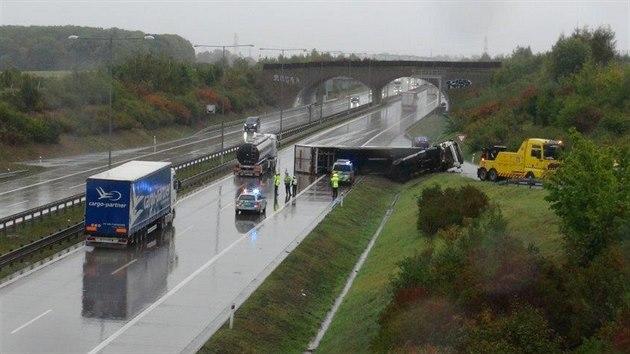 Na pražském okruhu se převrátil kamion. (26. září 2020)