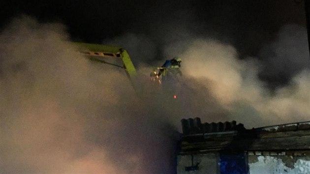 V sobotu večer vyjeli hasiči k požáru skladu se senem na Jindřichohradecko. (26. září 2020)
