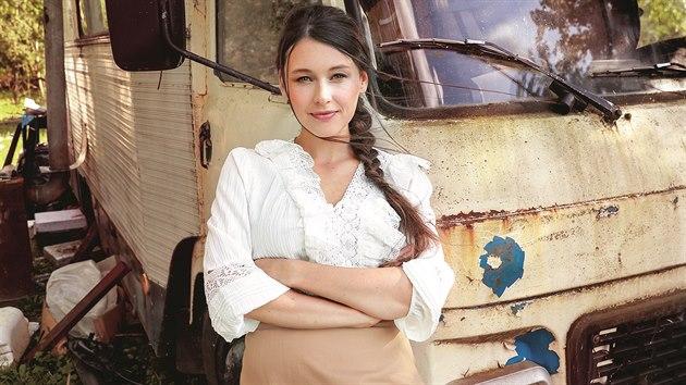 V roce 2012 vydala singl Vzpomínej, o rok později písně K zemi stoupám a duet Do města přišla zima.