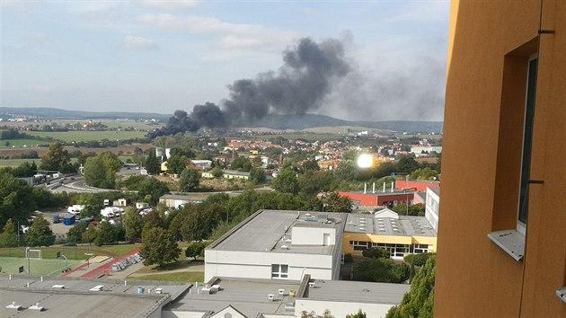 Hořící automobily na 188. kilometru dálnice D1 vyfocené z Brna-Nového Lískovce. (23. září 2020)