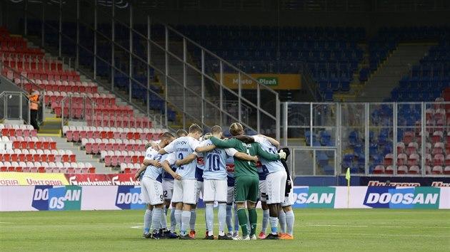 Mužstvo SönderjyskE před zápasem 3. předkola Evropské ligy v Plzni.