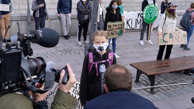 Švédská aktivistka Greta Thunbergová při demonstraci Fridays for Future před švédskım parlamentem ve Stockholmu. (25. září 2020)