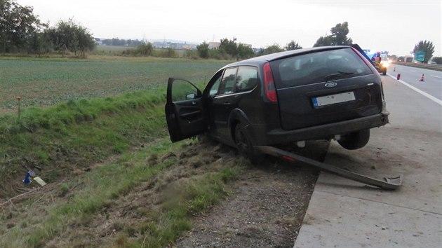 S černım fordem vyrazil na dálnici D2 do protisměru, s autem nakonec skončil v příkopu.