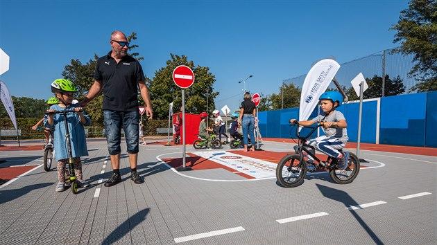 Projekt Jedu poprvé učí děti dopravní značky i základy chování v silničním provozu. Mobilní dopravní hřiště v Praze 1