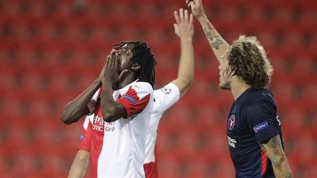 Slávista Peter Olayinka lituje nevyužité možnosti v duelu s Midtjyllandem.