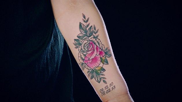 Chelsey si nechala vytetovat růži.