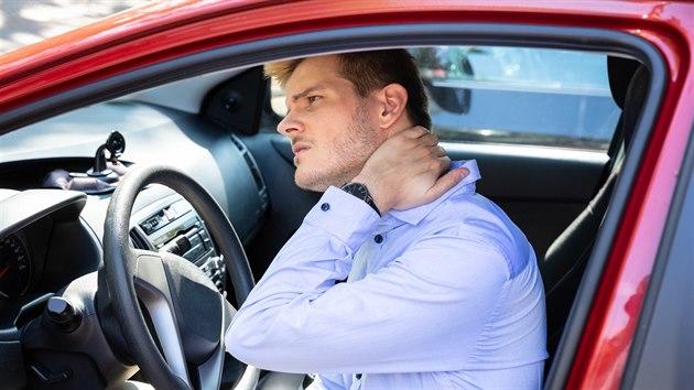 Whiplash syndrom může poškodit rovnovážné ústrojí i páteř, projevuje se i psychickımi problémy. Příznaky se ovšem neukážou hned. Ilustrační snímek