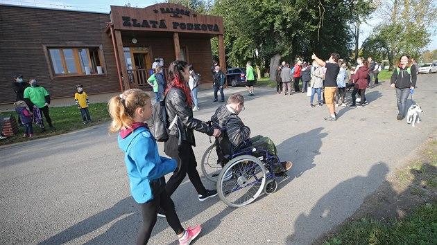 Otevření nové turistické trasy pro vozíčkáře v Humpolci. Na tříkilometrovém okruhu vycházejícím od závodiště Zlaté podkovy mají k dispozici i parkoviště a toalety.