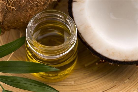 Kokosovı olej v domácnosti rozhodně nesmí chybět.
