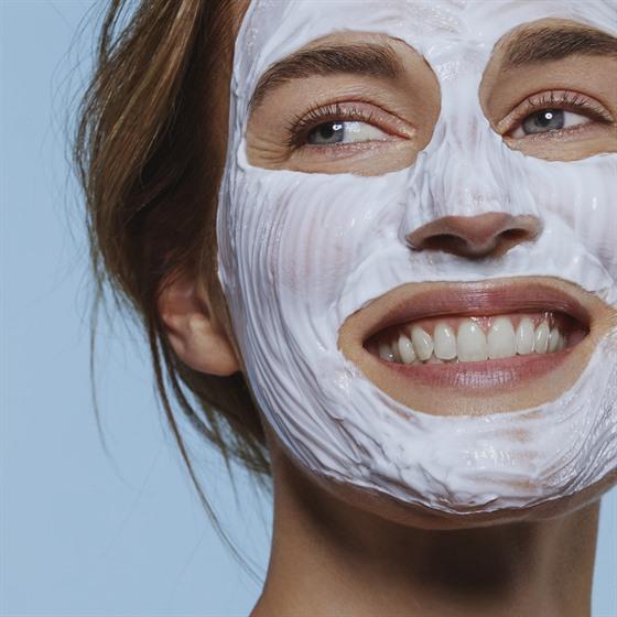Bez některıch kosmetickıch produktů, jako je například peeling, pleťové masky,...