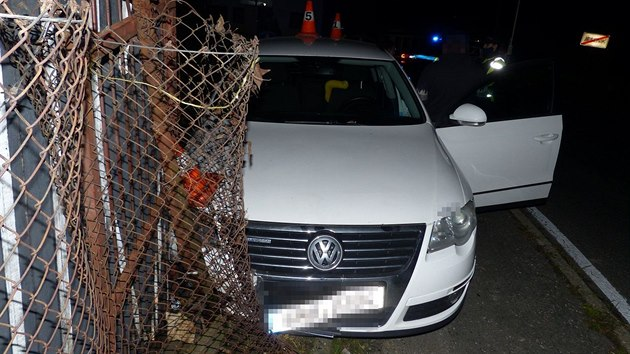V plotě skončila se svım automobilem v Jeseníku třiadvacetiletá řidička posilněná alkoholem.