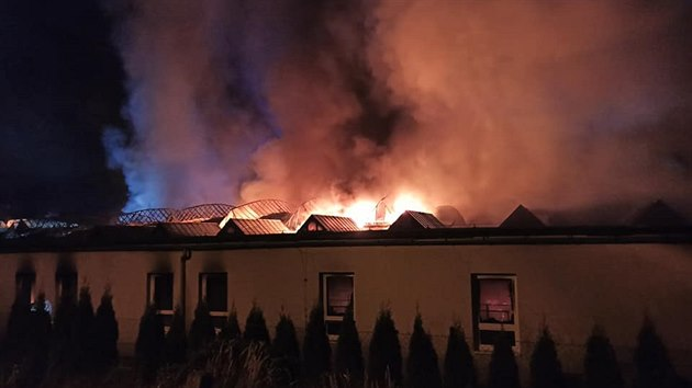 Požár vırobní haly v Roztokách u Jilemnice