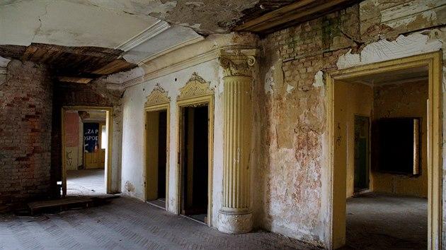 Po znárodnění zámek sloužil místnímu státnímu statku jako byty a kanceláře, následně také jako archiv.