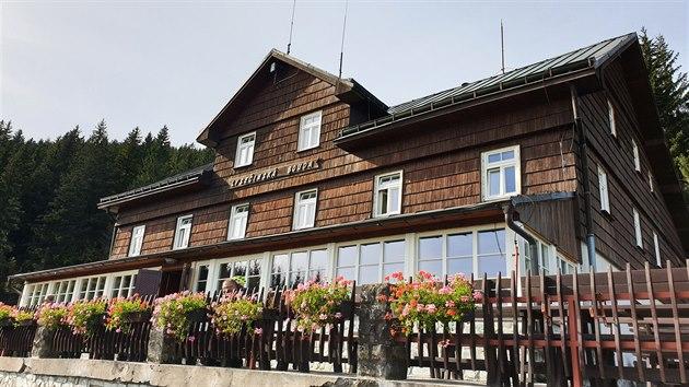 Hotel v oblacích: Lysečinská bouda tu stojí od roku 1926. Vyspat se můžete v cca 1 000 m n. m.