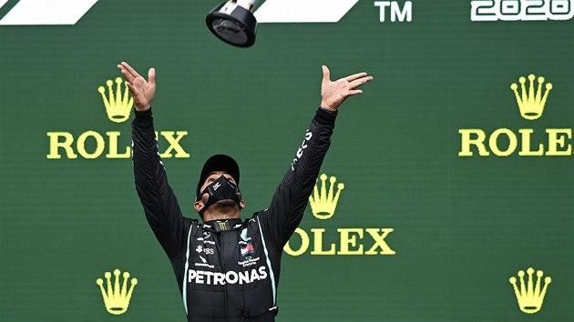 Lewis Hamilton slaví zisk sedmého titulu mistra světa.