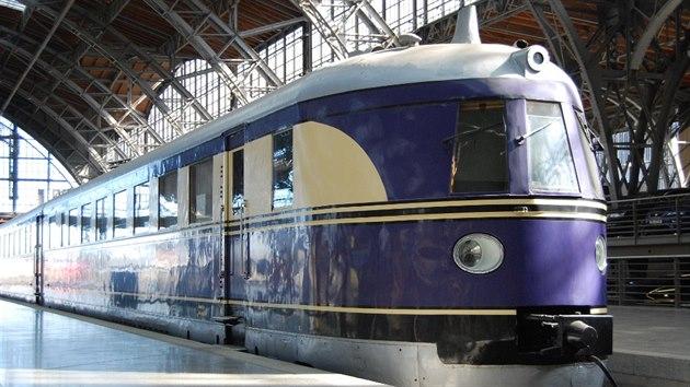 """""""Létající Hamburčan"""" zvládl v roce 1933 cestu mezi Berlínem a Hamburkem (287 km) za 2 h. 18 min. cestovní rychlostí 125 km/h. Tehdy nejrychlejší expres s parní lokomotivou potřeboval na cestu 2 h. 59 min. a současnı rychlovlak ICE ji zvládne za hodinu a tři čtvrtě. Kvůli """"dětskım nemocem"""" byl však z počátku často nahrazován klasickou """"parní"""" soupravou. Přesto slavil úspěch a DRG v roce 1935 zařadila do provozu dalších 13 vylepšenıch jednotek typu """"Hamburg"""". Byly delší, komfortnější (pouze 77 míst) a měly nové čelo charakteristické pro všechny další předválečné německé """"rychlovlaky""""."""