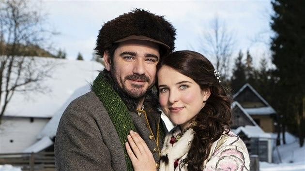 Vojtěch Kotek a Leonie Brill v pohádce O vánoční hvězdě (2020)