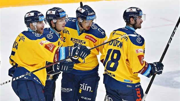 Zlínští hokejisté slaví branku do sítě Komety Brno v utkání 20. kola Tipsport extraligy.