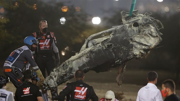 Ohořelé torzo vozu Romaina Grosjeana