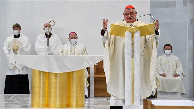 Kardinál Dominik Duka posvětil novı kostel Krista Spasitele v Praze na Barrandově (22. listopadu 2020)