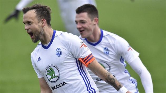 Mladoboleslavskı kapitán Lukáš Budínskı se raduje ze svého gólu proti Pardubicím.