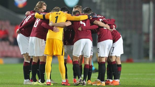 Sparťanští fotbalisté před zápasem Evropské ligy proti Celtiku Glasgow.