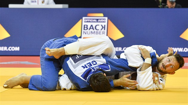 Lukáš Krpálek (vpravo) vítězí ve 2. kole mistrovství Evropy v judu nad Johannesem Freyem z Německa.
