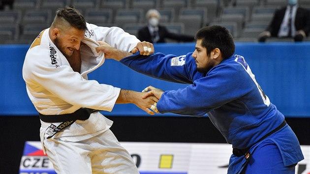 Českı judista Lukáš Krpálek (vlevo) a Tamerlan Bašajev z Ruska ve čtvrtfinále mistrovství Evropy v Praze.