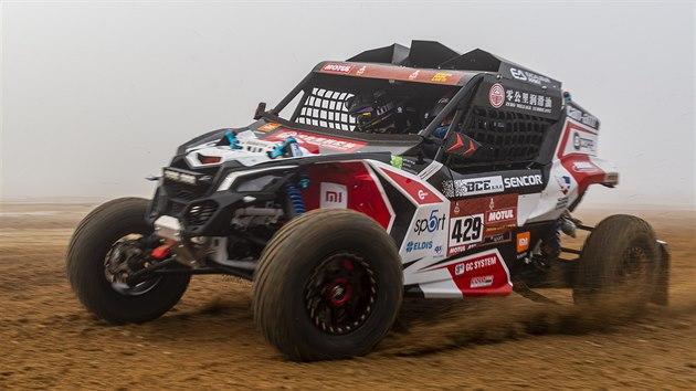Tomáš Enge a Markéta Skácelová se čtyřkolkou před odjezdem na Rallye Dakar 2021.