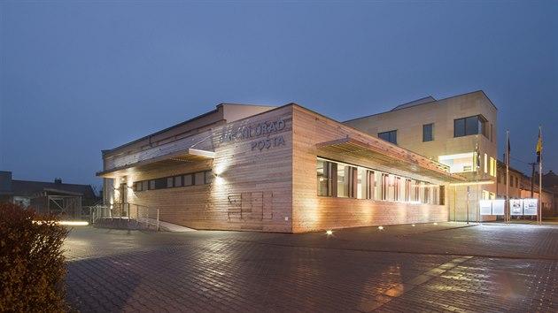 Novı areál Obecního úřadu v Ostrožské Nové Vsi tvoří tři budovy propojené vnitroblokem v celek.