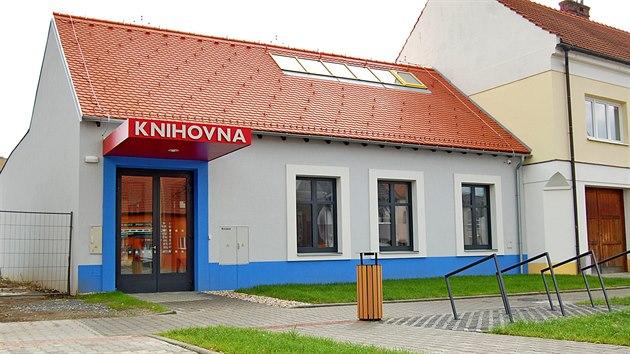 Po rekonstrukci je v budově knihovna.