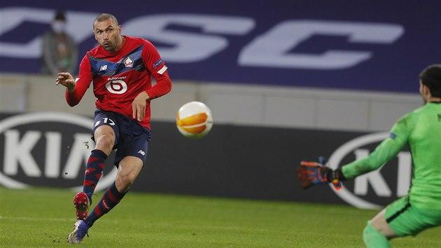 OBRAT. Burak Yilmaz z Lille střílí druhı gól domácích v utkání se Spartou.