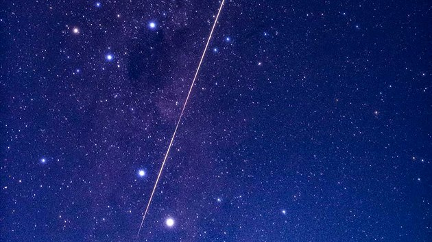 Jako pád meteoru mohla vypadat první fáze cesty návratového modulu se vzorky z asteroidu Rjugu zemskou atmosférou.
