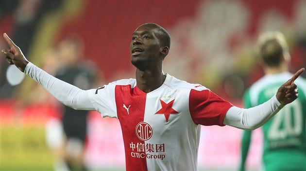 Slávistickı záložník Abdallah Sima se raduje, právě vstřelil gól proti Bohemians.