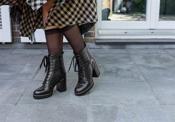 Šněrovací obuv je absolutním hitem současnosti. Z kolekce: Deichmann