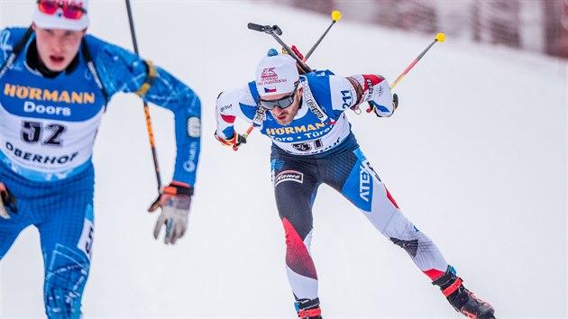 Milan Žemlička (vpravo) na trati stíhacího závodu v Oberhofu