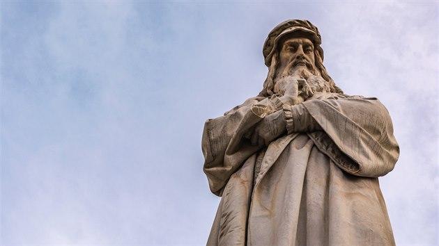 Socha Leonarda da Vinciho v italském Miláně
