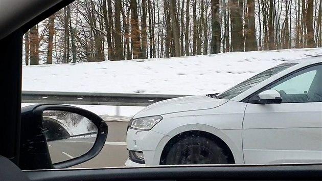 Prototyp nové generace Škody Fabia při testech na českıch dálnicích.