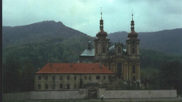 Klášter v 90. letech 20. století