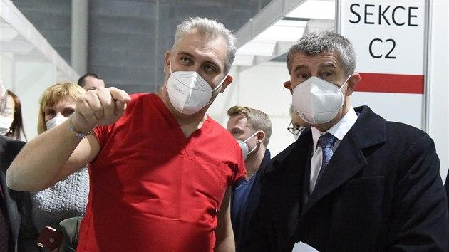 Premiér Andrej Babiš navštívil 13. ledna 2021 záložní nemocnici v Brně. Vlevo je zdravotnickı náměstek Fakultní nemocnice Brno Ondřej Ludka. (13. ledna 2021)