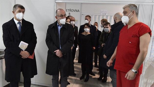 Premiér Andrej Babiš a ministr zdravotnictví Jan Blatnı navštívili záložní nemocnici v Brně. (13. ledna 2021)