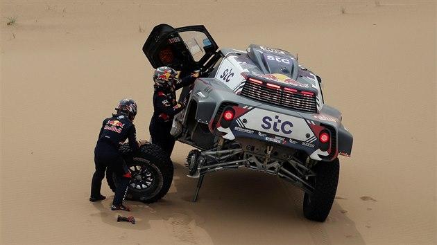 Stephane Peterhansel v jedenácté etapě Rallye Dakar.